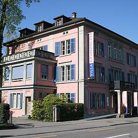 Villa Grunholzer - Teil des Industrielehrpfads Zürcher Oberland.