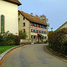 Vorwiegend landwirtschaftliche Bauten prägen das Bild der Gemeinde Kyburg.