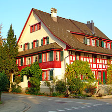Idyllische Wohnhäuser in der Gemeinde Lindau.