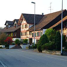 Ländliche Häuser prägen das Bild von Lindau.